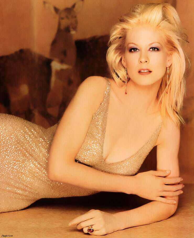 Jenna Elfman hot pictures