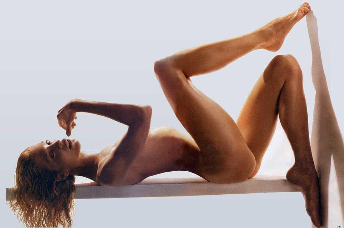 Jenna Elfman sexy photo