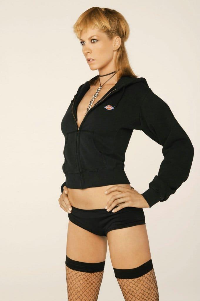 Jenna Elfman topless