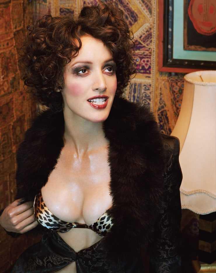 Jennifer Beals hot cleavage pic