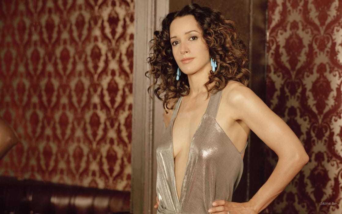 Jennifer Beals hot cleavage pics