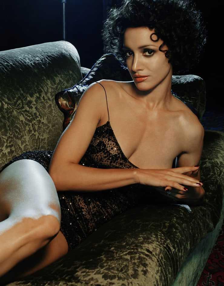 Jennifer Beals hot look