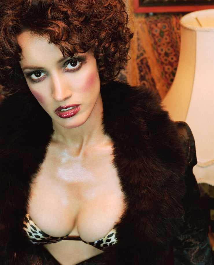 Jennifer Beals sexy cleavage pic