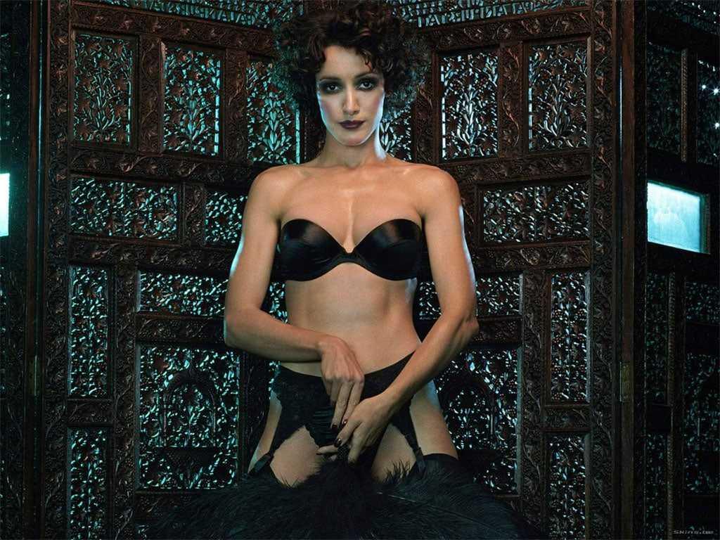 Jennifer Beals sexy pics