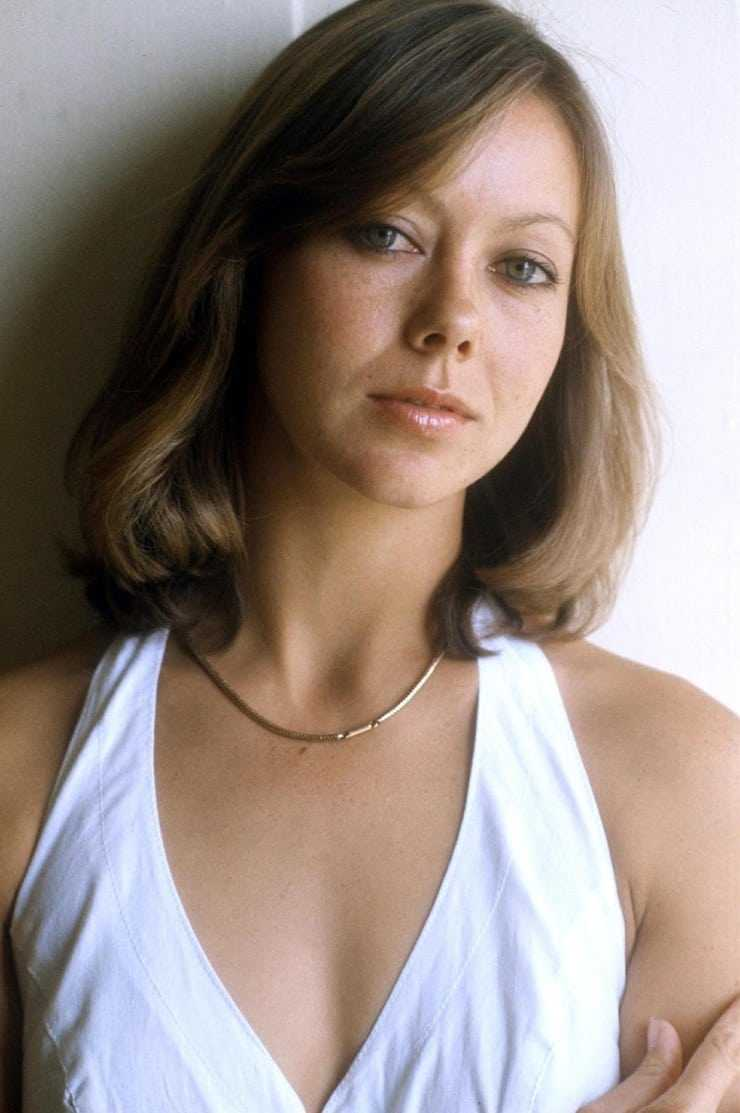 Jenny Agutter sexy cleavage pic
