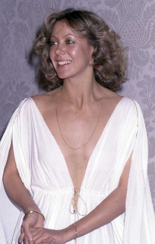 Jenny Agutter sexy cleavage pics