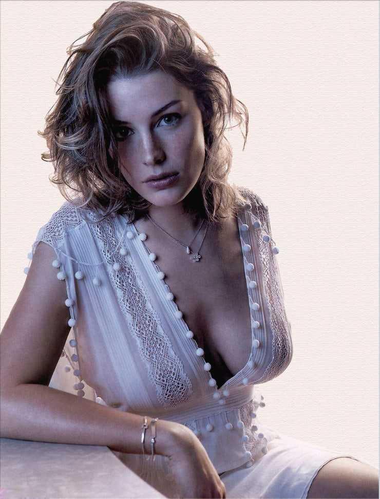 Jessica Paré hot cleavage pic (2)