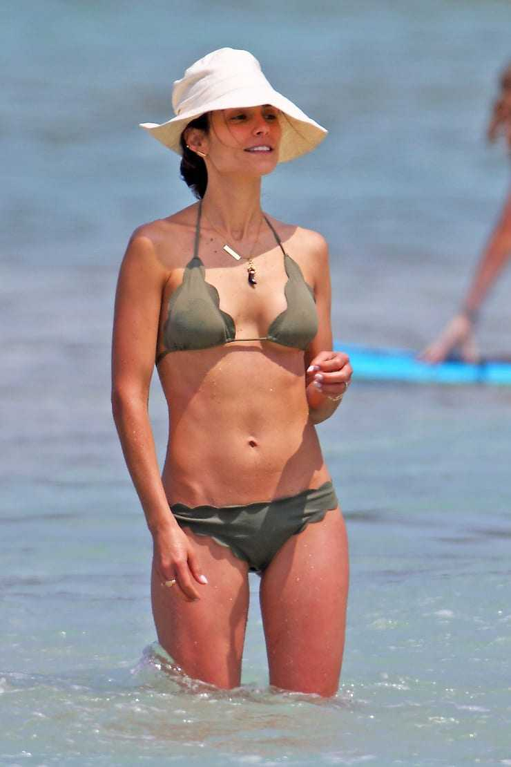 Jordana Brewster sexy bikini pictures