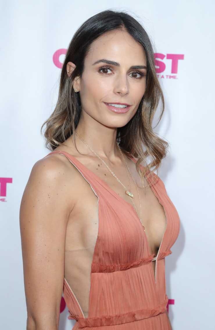 Jordana Brewster sexy cleavage pic