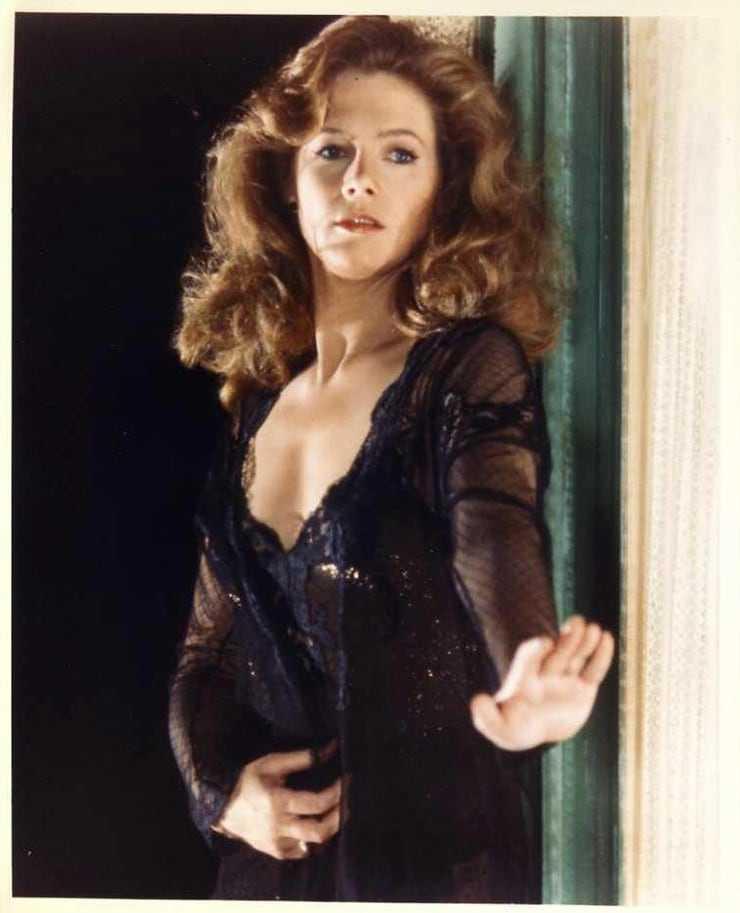 Kathleen Turner side boobs