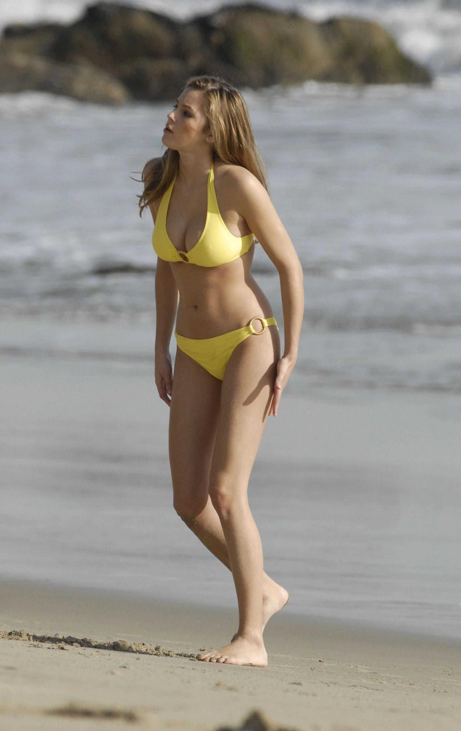 Keeley Hazell sexy yellow bikini pic