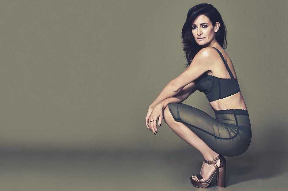 Kirsty Gallacher side pose