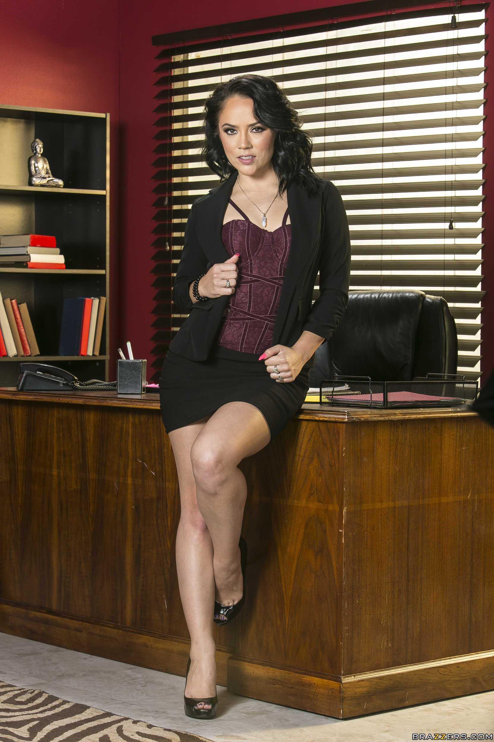 Kristina Rose versucht, um Sie zu befriedigen unhöflich boss