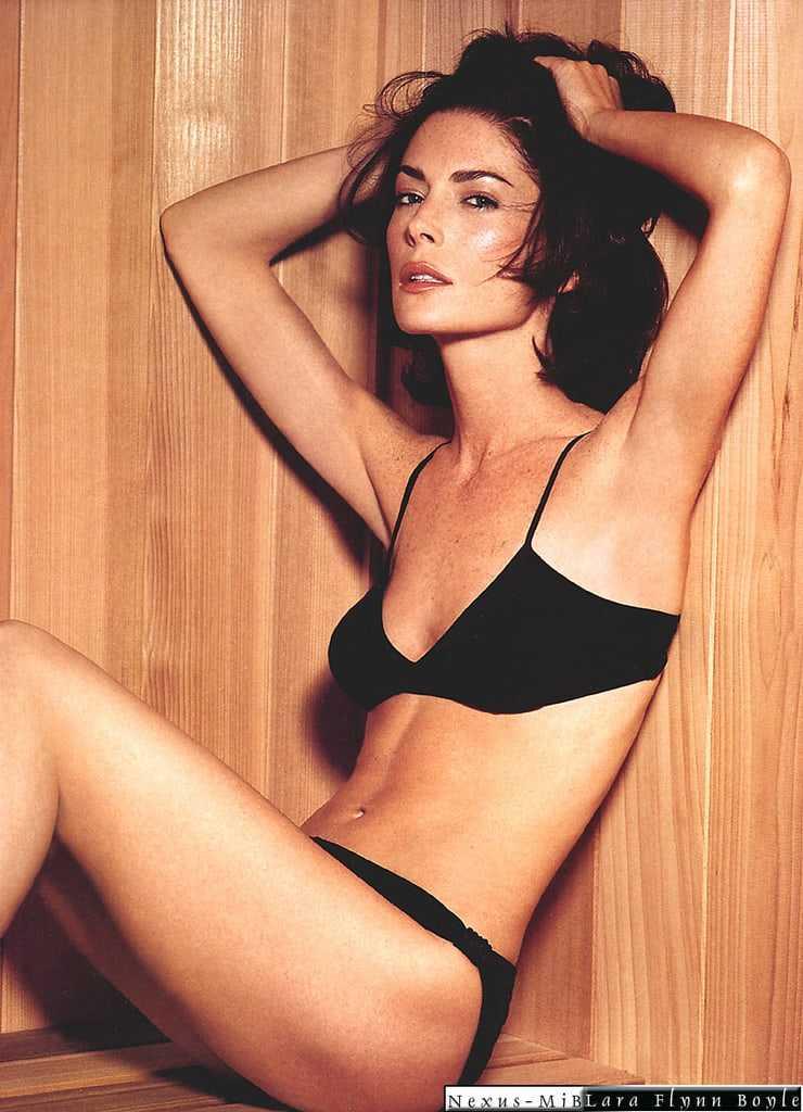 Lara Flynn Boyle lingerie