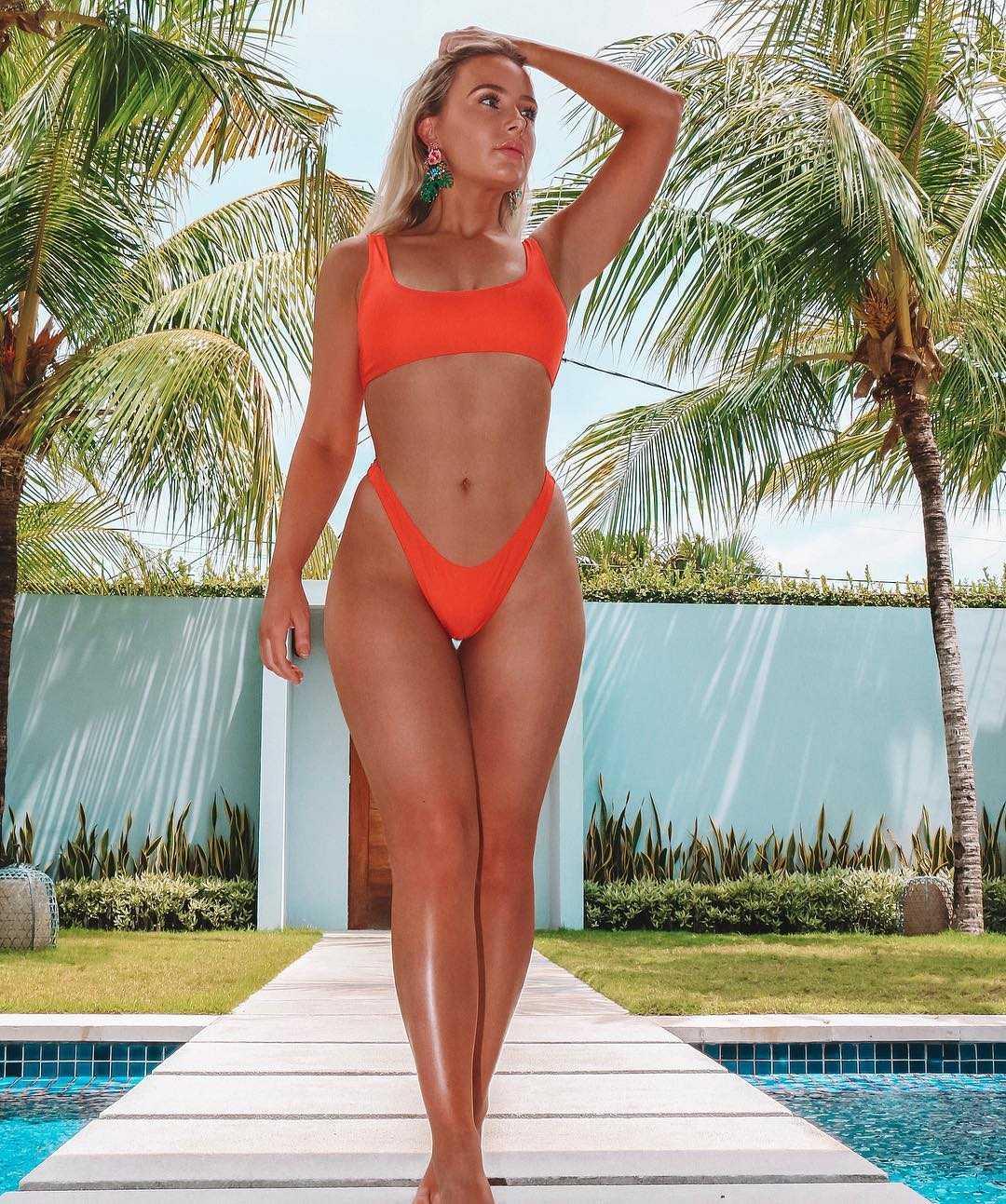 Lauren Curtis hot bikini pictures