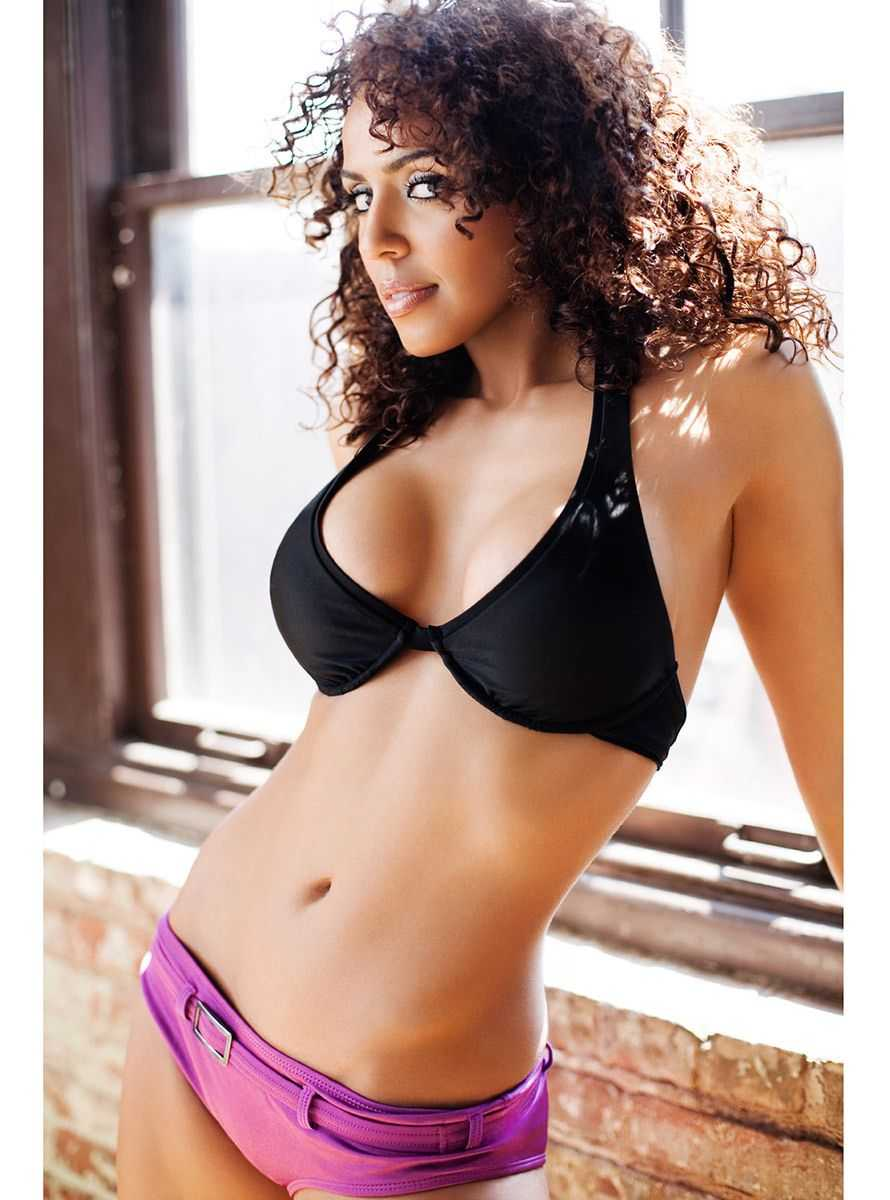 Layla hot navel pic