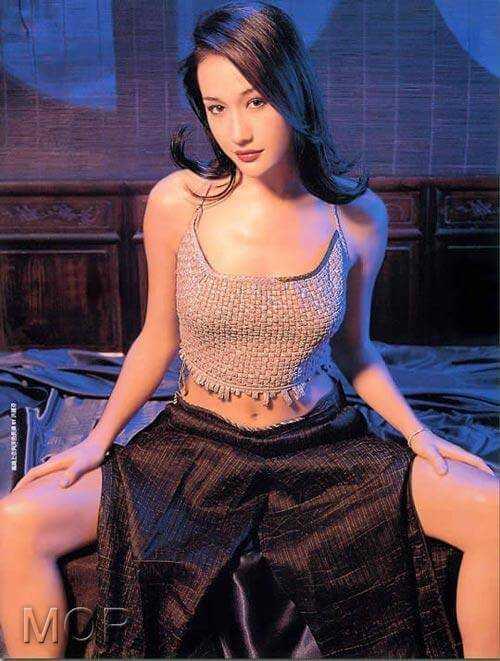 Maggie Q cleavage