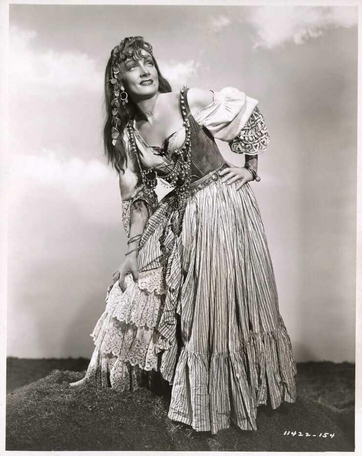 Marlene Dietrich side boobs