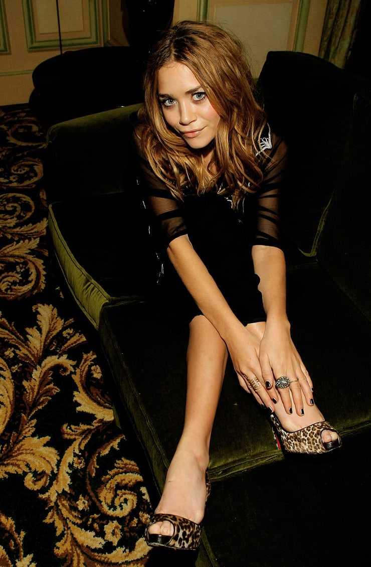 Mary-Kate Olsen bare feet