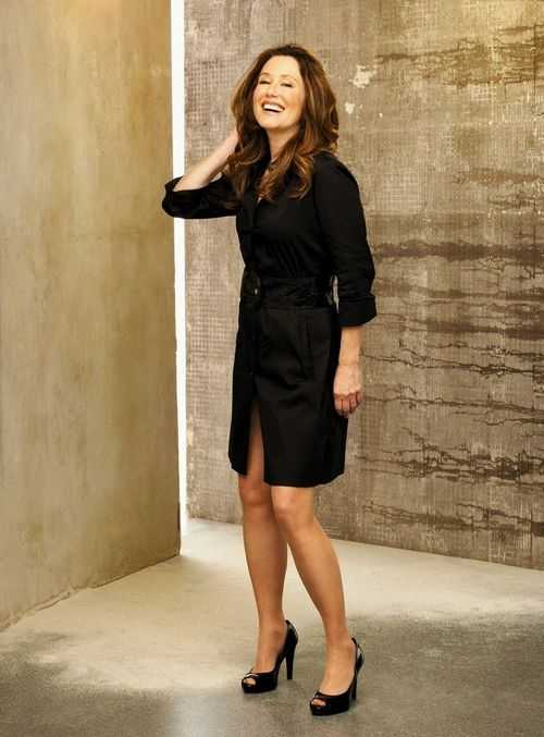 Mary McDonnell bare feet