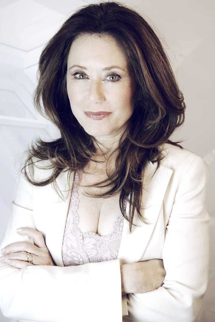 Mary McDonnell hot cleavage