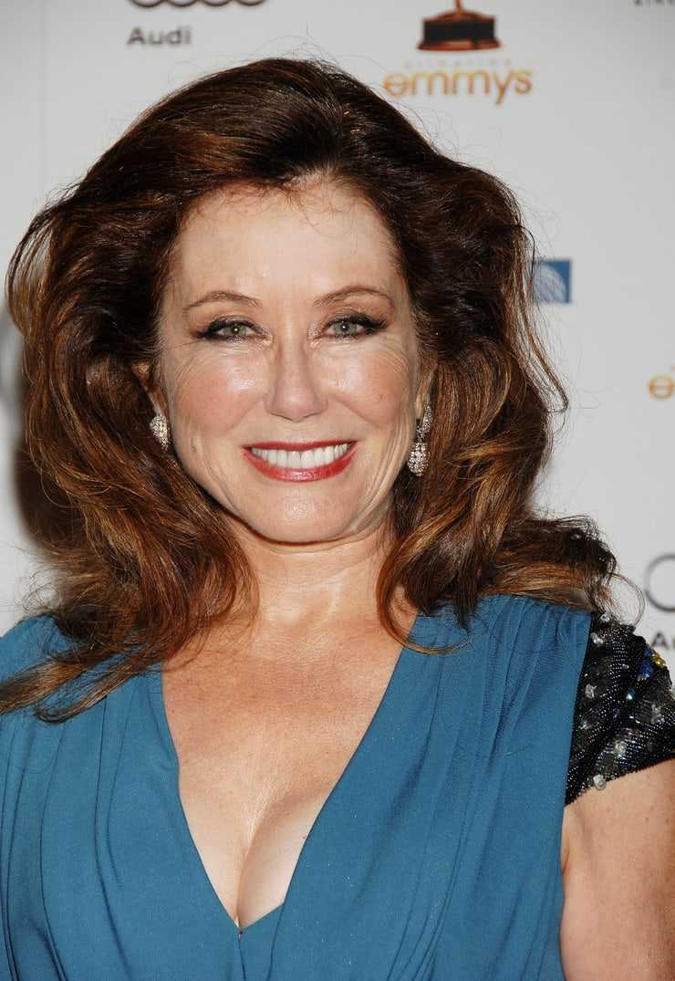 Mary McDonnell sexy photo