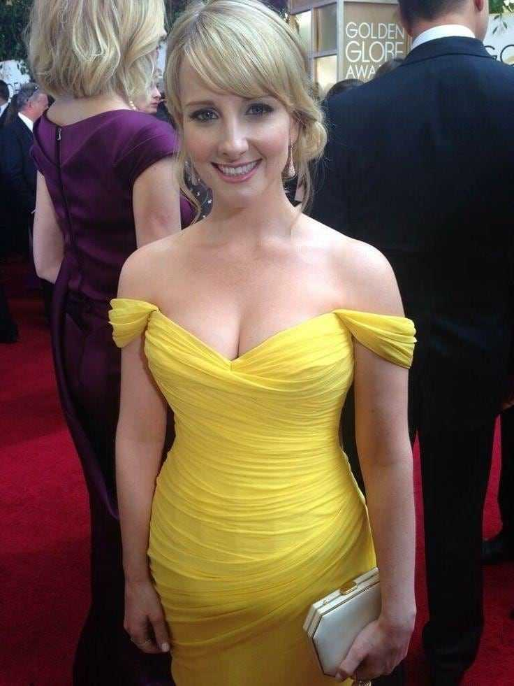 Melissa Rauch sexy cleavage pic