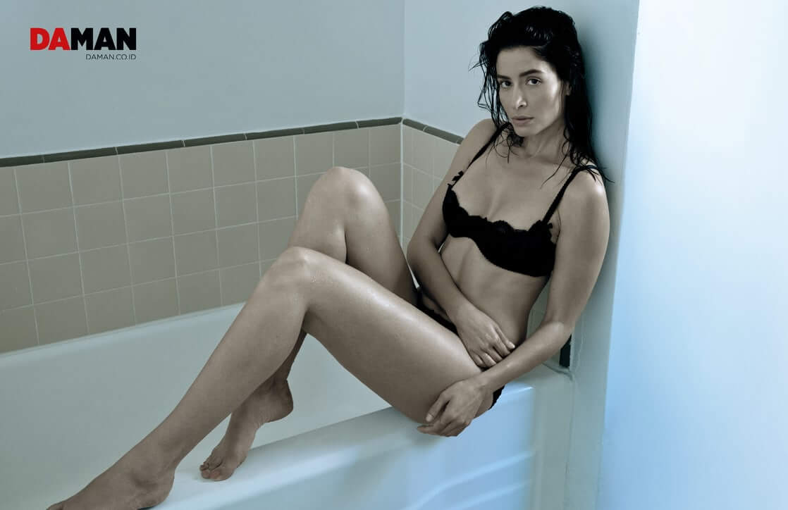 Mercedes Mason sexy black bikini pic
