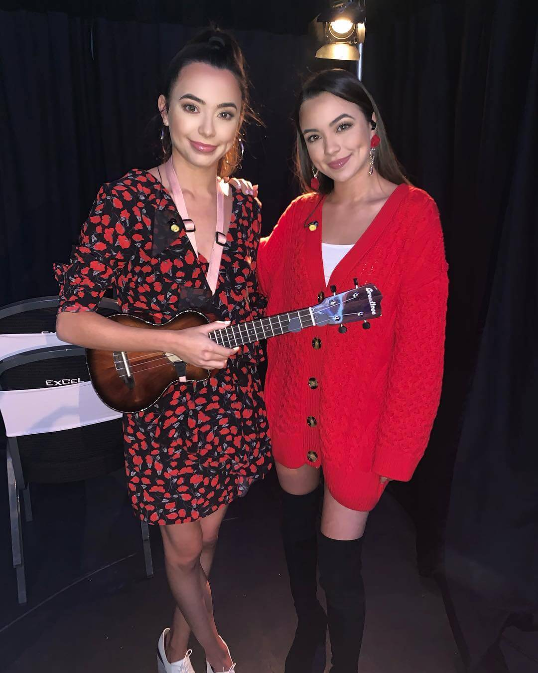 Merrell Twins sexy side pics
