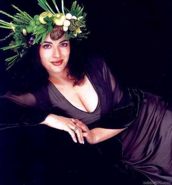 Nigella Lawson cleavage photo