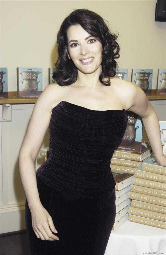 Nigella Lawson sexy black dress pic