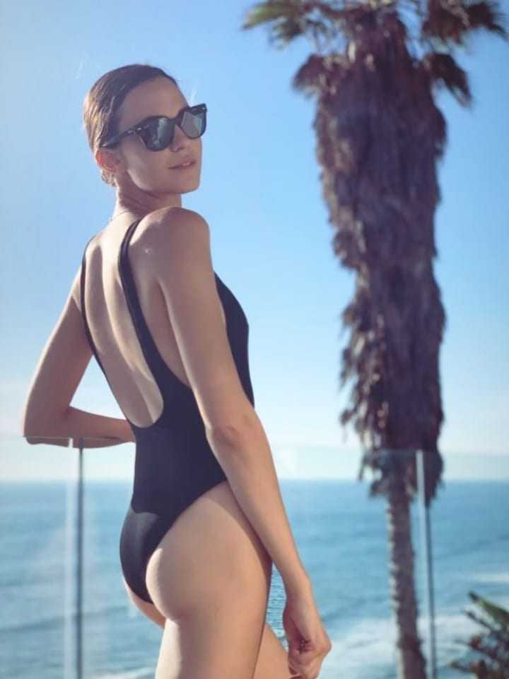 Odette Annable sexy butt pic