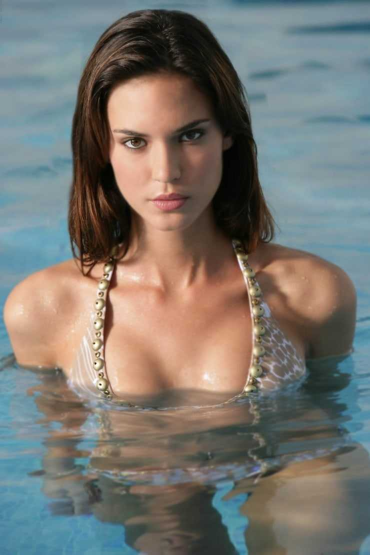 Odette Annable sexy wet pic