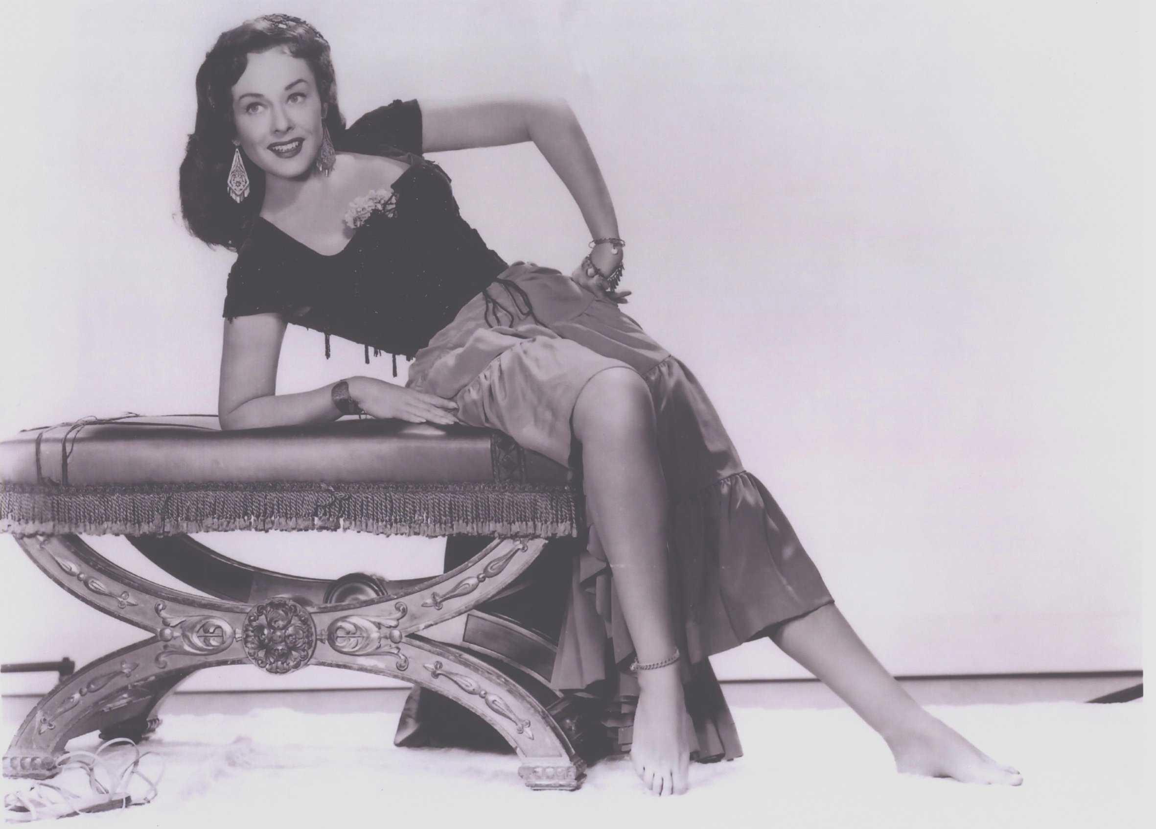 Paulette Goddard adorable