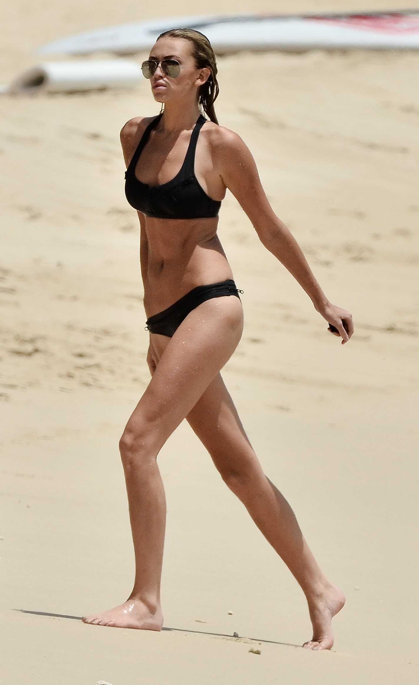 Paulina-Gretzky-beach