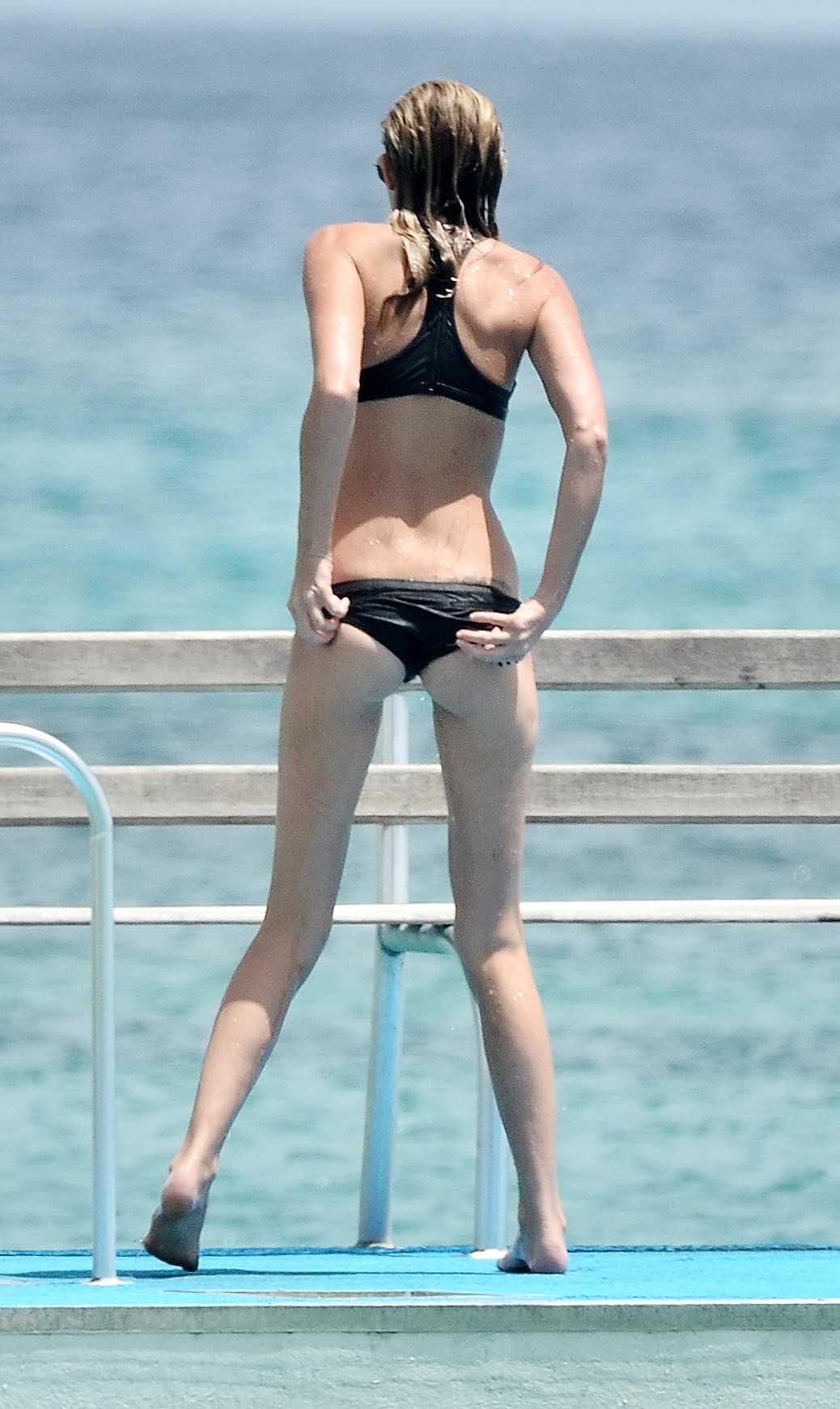 Paulina-Gretzky-booty