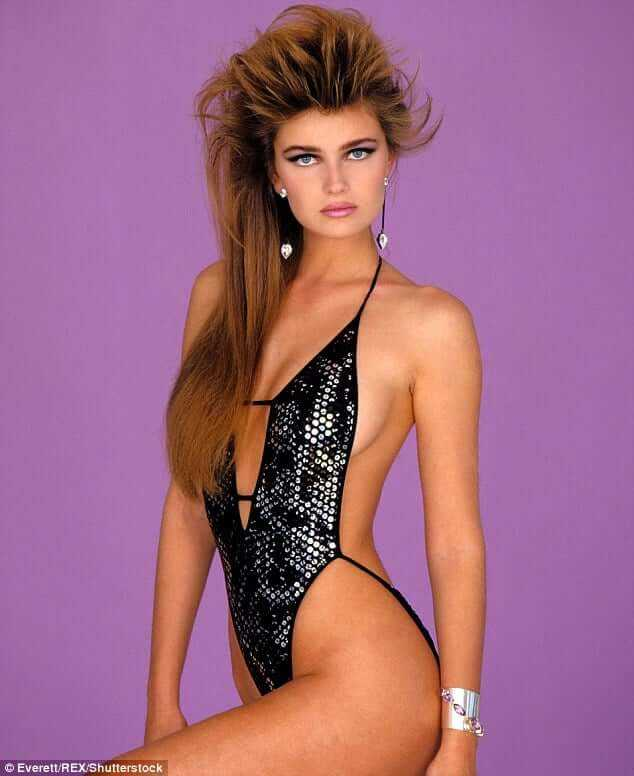 Paulina Porizkova side boobs