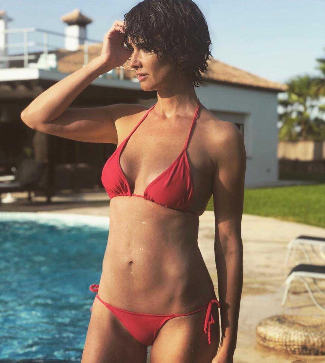 Paz Vega red bikini pictures