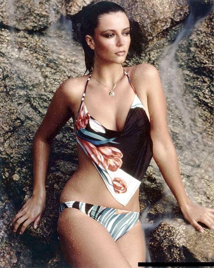 Rachel Ward boobs cleavage