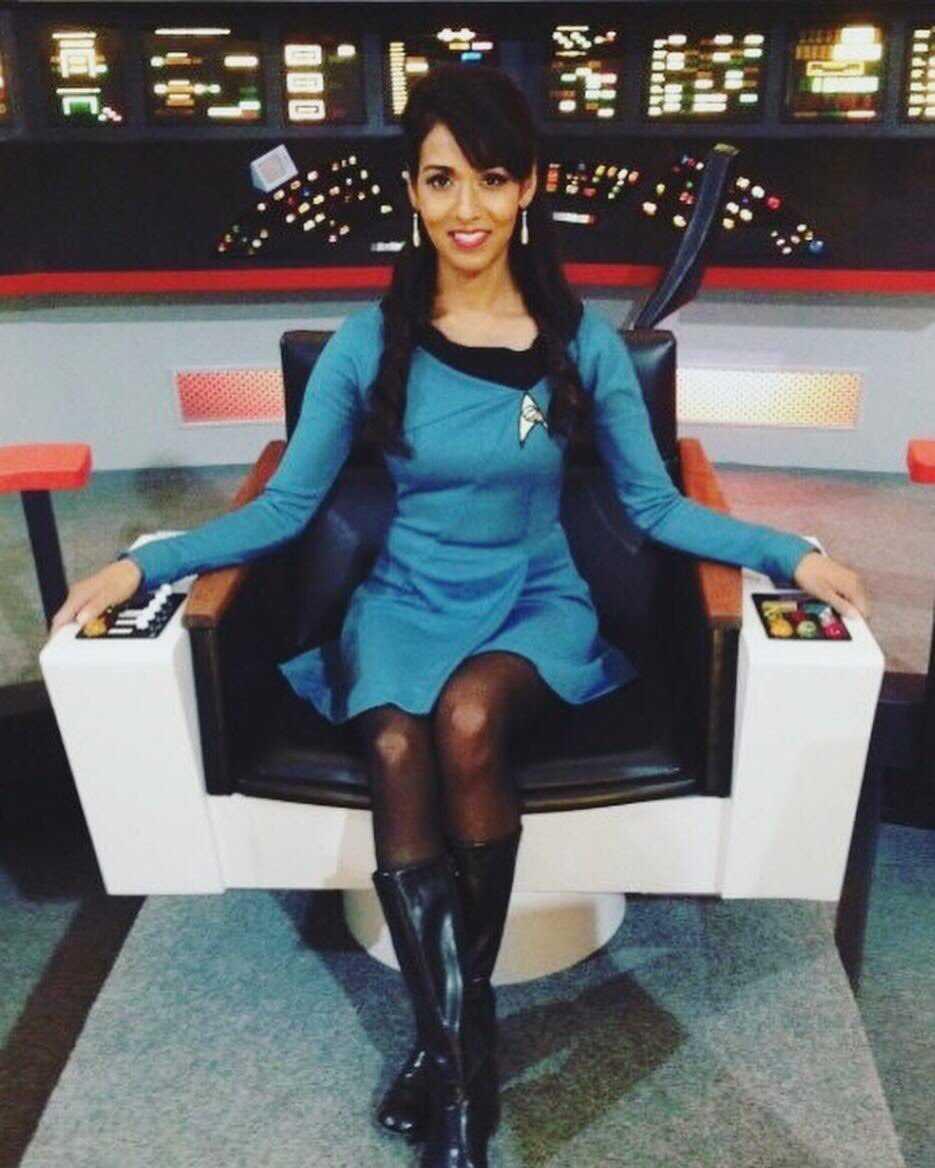 Rekha Sharma sexy legs pic