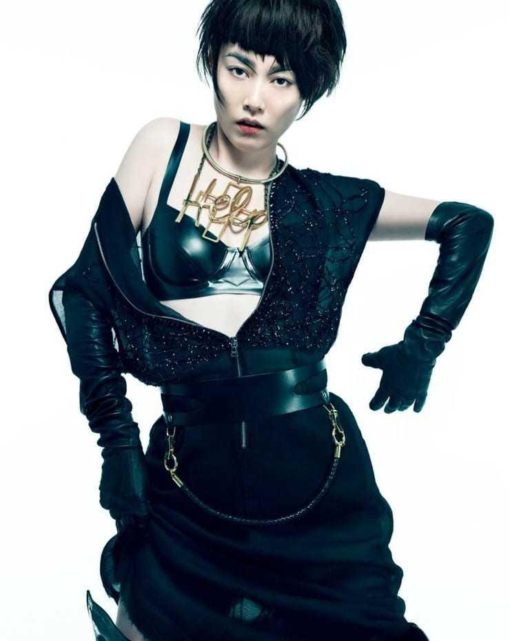 Rinko Kikuchi cleavage