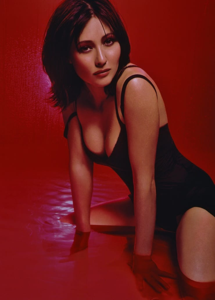 Shannen Doherty cleavage