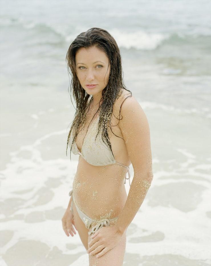 Shannen Doherty hot bikini pics