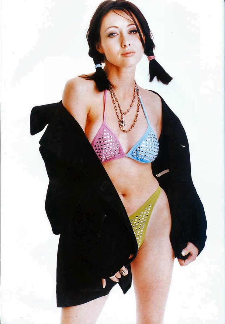 Shannen Doherty hot cleavage pics