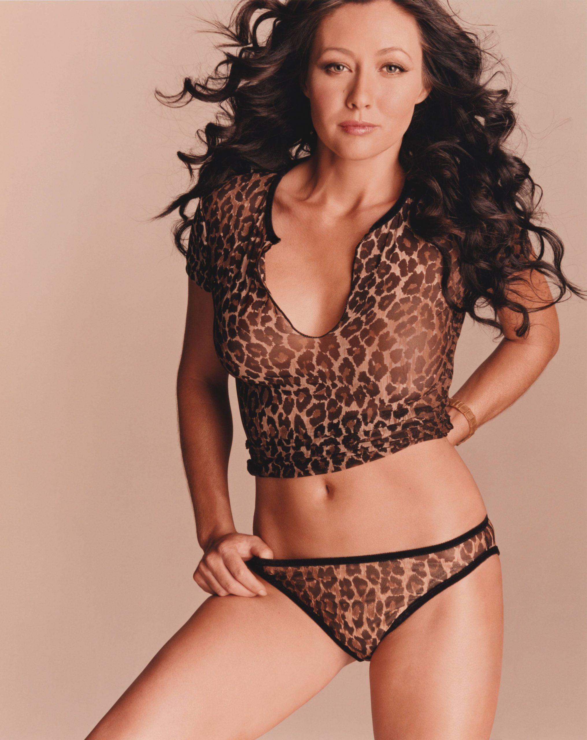 Shannen Doherty sexy bikini pics
