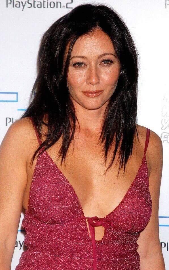 Shannen Doherty sexy cleavage pics