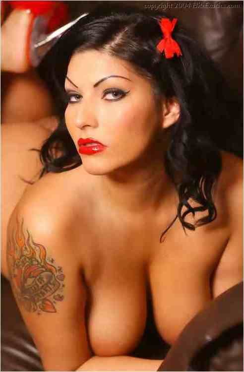 Shelly Martinez hot cleavage pic