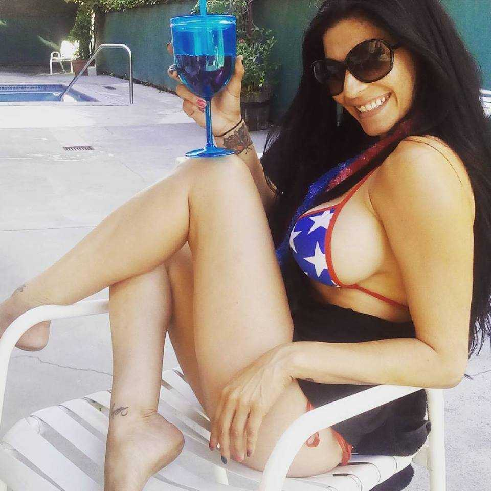 Shelly Martinez sexy side boobs pic