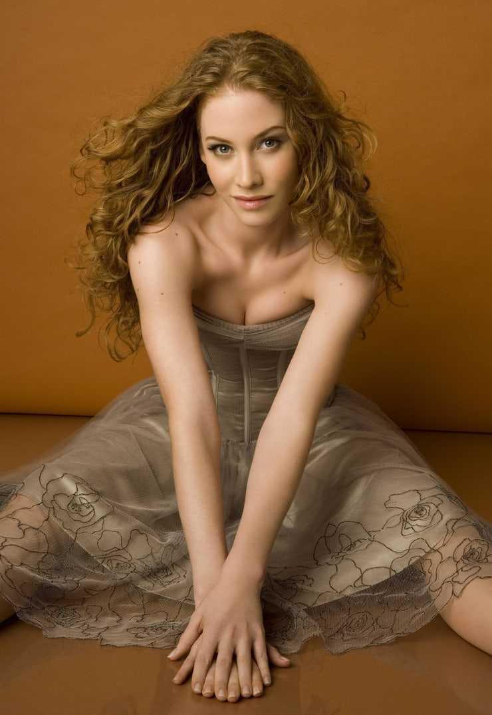 Sina-Valeska Jung hot cleavage
