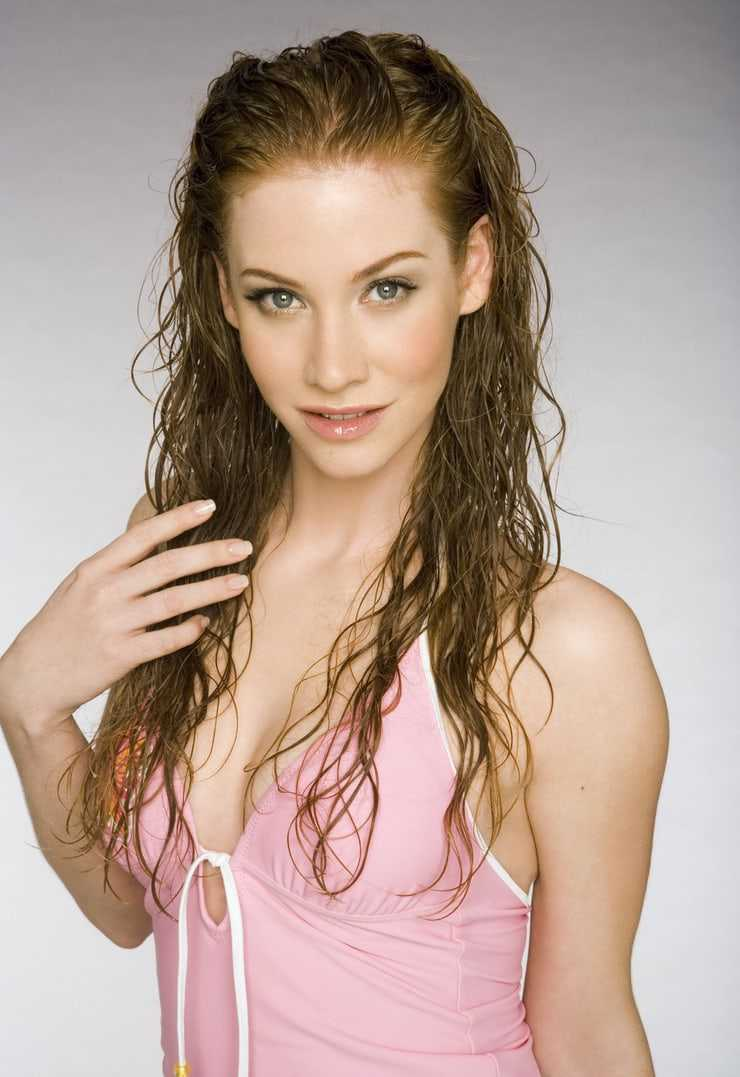 Sina-Valeska Jung sexy cleavage
